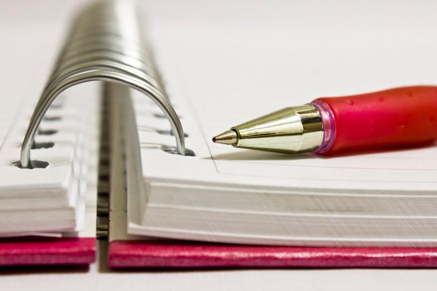 caderno-e-caneta